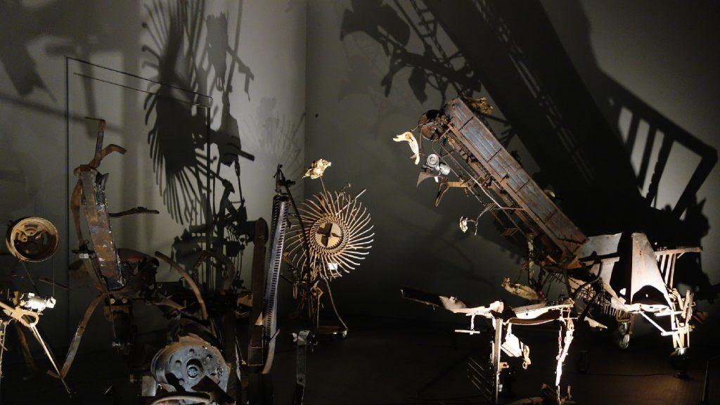 tinguely-stedelijk-museum-dodendans-licht